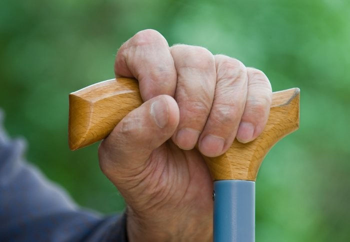 Assessing grip strength can show flaws in the brain's attention-control