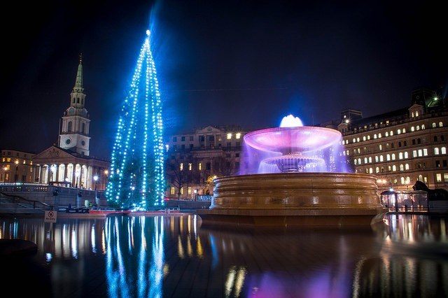 Trafalgar Square - Christmas Tree and Fountain (Image: MrT HK Flickr)