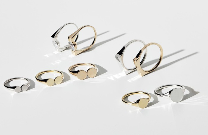 THE RAYY rings reflect light as words appearing on dark surfaces. © THE RAYY
