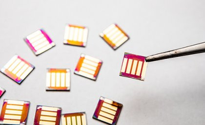 A UQ team have developed quantum dot solar cells that can be made into thin, fle