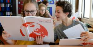 The new Swiss World Atlas is one of the first teaching aids, which is aligned t
