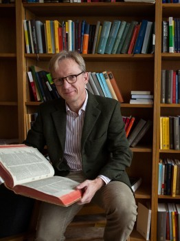 Drawing on tracts of late scholasticism, legal historian Nils Jansen explores ho
