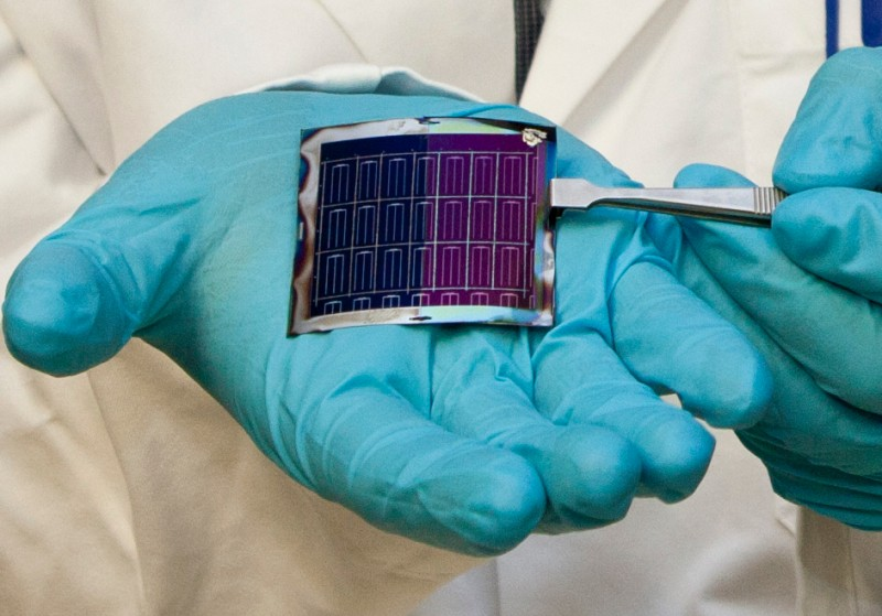 New record for flexible thin-film solar cells