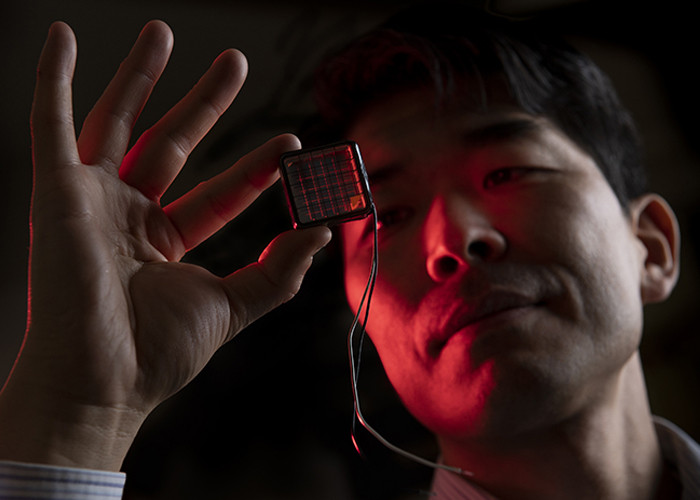Histato Yamaguchi holding a photosensitive cell that has been coated with Atomic
