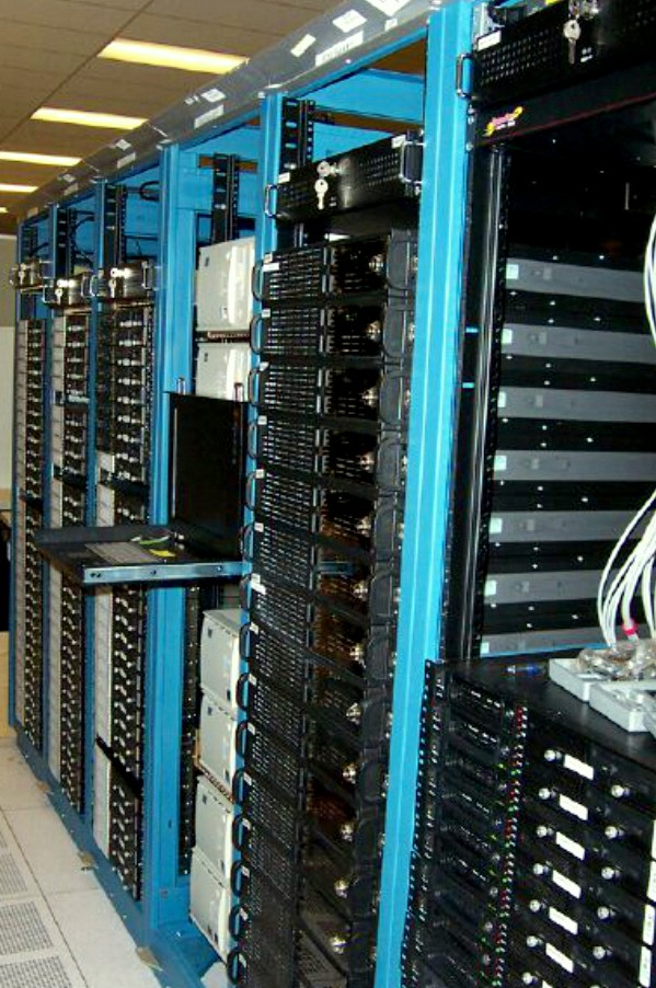 The PDSF computer cluster in 2003. (Credit: Berkeley lab)
