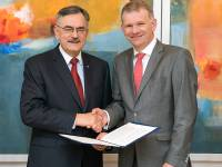 The agreement for a six-year extension was signed by TUM president Wolfgang A. H